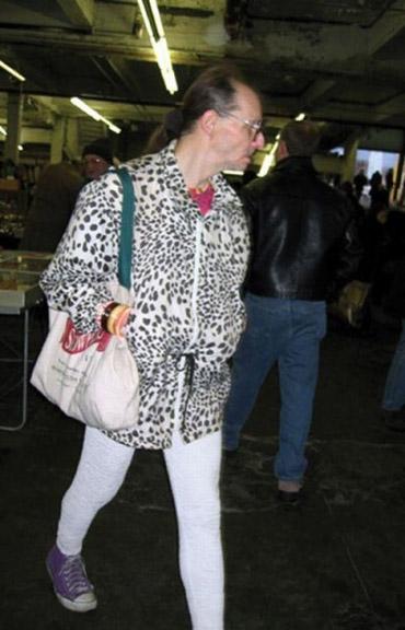 EPIC CLOTHING FAILS (32 PHOTOS) - Weekly World News